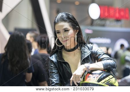 Bangkok-thailand-3 December 2017: Unidentified Modellings Present At Motor Show Muangthong 2017 - Th