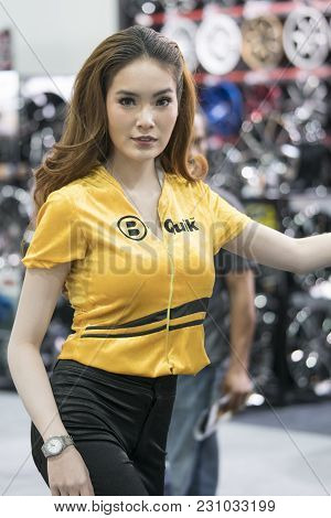 Bangkok-thailand-3 December 2017: Unidentified Female Presenters Model Booth  At Motor Show Muangtho