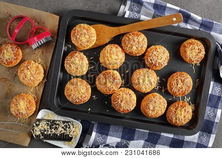 Reshly Baked Hot Delicious English Scones