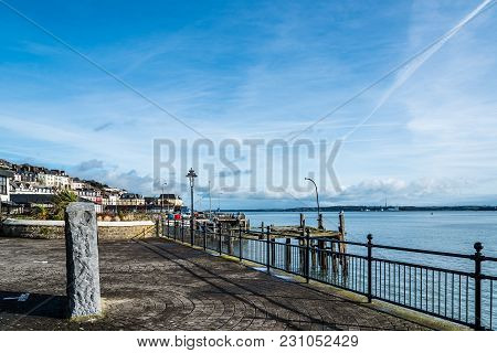 Cobh, Ireland - November 9, 2017: Waterfront And Promenade Of Cobh A Sunny Morning. Cobh Is A Pictur