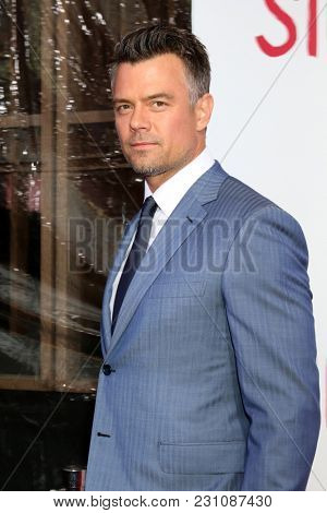 LOS ANGELES - MAR 13:  Josh Duhamel at the