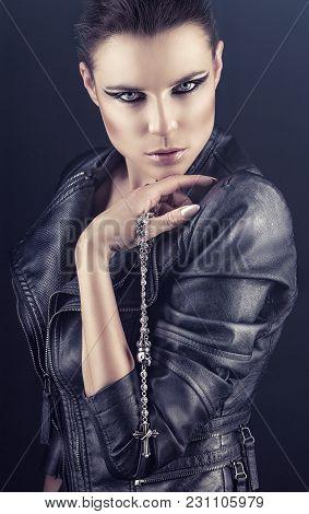 Rocker Woman Makeup