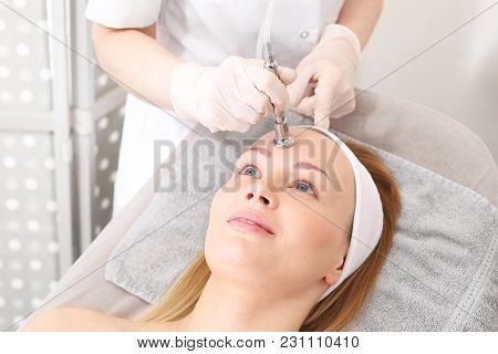 Acne And Skin Problems. Oxygen Infusion. A Woman In A Beauty Salon During A Care Treatment
