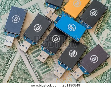 Daejeon Several Usb Thumb Drives Of Various Colors Bitcoin Miners On Top Of Stack Of American Money