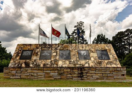 Gadsden, Alabama, Usa - May 20, 2017: The Etowah County War Memorial Dedicated To All Etowah County