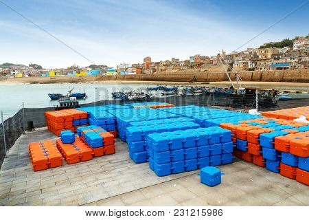 The Plastic Warehousing Logistics Box On The Seashore Is Used For The Preservation Of Seafood.