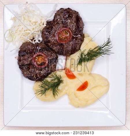 Cutlets with turkey and mashed potatoes