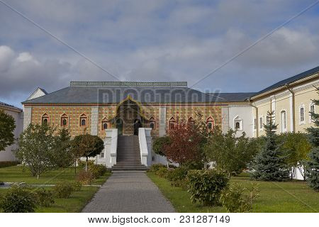 Kostroma, Russia - September 20, 2016: Unidentified People Visit House Of Romanov Boyars In Holy Tri