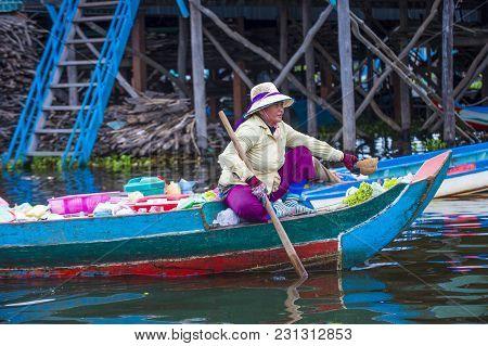 Tonle Sap , Cambodia - Oct 18 : Cambodian Woman In Tonle Sap Lake Cambodia On October 18 2017. Tonle