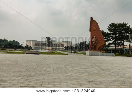 Pyongyang, North Korea-july 29, 2014: Museum Of Victory. Statue Of A Soldiers And Sailors At The Ent