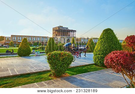 Isfahan, Iran - October 20, 2017: The Horse Carriages Are Very Popular In Naqsh-e Jahan Square, Ridi