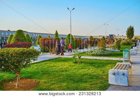 Isfahan, Iran - October 20, 2017: The Ornamental Garden Of Naqsh-e Jahan Square Is The Best Place Fo