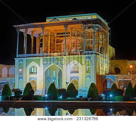 The Late Evening Is The Perfect Time To Enjoy The Beauty Of Medieval Landmarks Of Isfahan In Bright