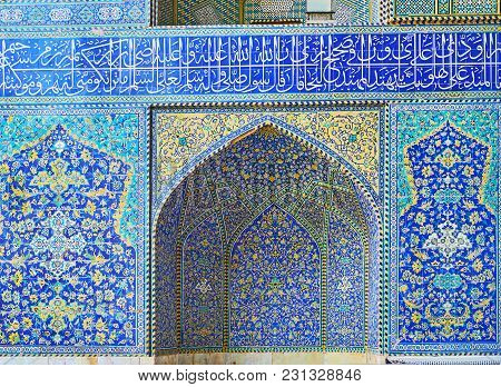 The Facade Of The Mosque In Chaharbagh Madraseh Is Decorated With Scenic Niches And Panels, Covered