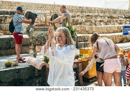 Ta Cu, Phan Thiet, Vietnam - March 7, 2017: Tourists In Linh Son Truong Tho Pagoda On The Mountain T