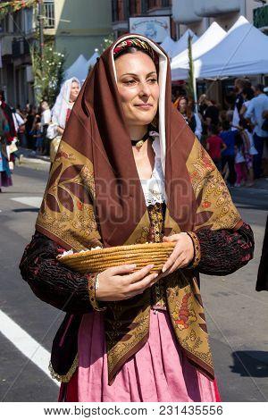 Selargius, Italy - September 11, 2016: Ancient Selargino Wedding, Parade Of Traditional Sardinian Co