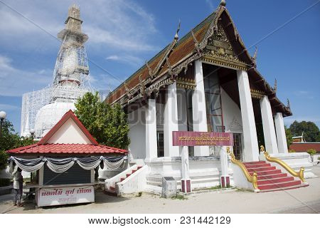Thai People Visit Travel And  Respect Praying Chedi And Ubosot Of Wat Phra Mahathat Woramahawihan On