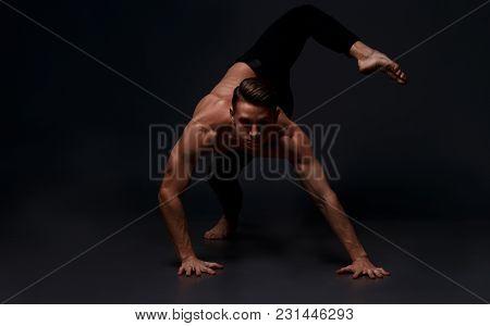 Men Is Dances In A Black Pants