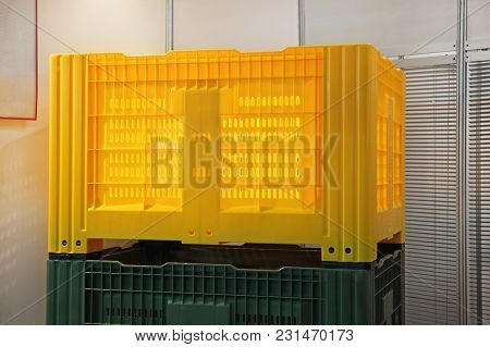 Yellow Plastic Pallet Cargo Container Crate Box