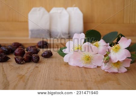 Medicinal Plants - Eglantine - Flowers, Fruits And Tea Bags