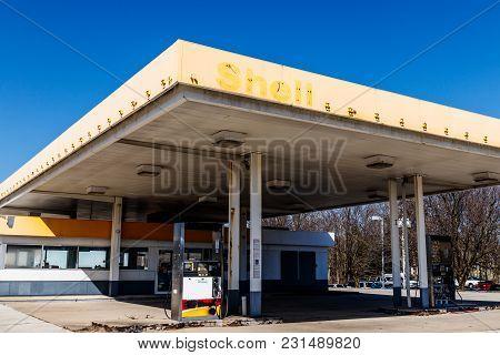 Kokomo - Circa March 2018: Recently Shuttered Shell Gas Location. Royal Dutch Shell Plc Is Based In