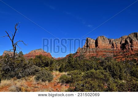 Scenic View Of The Red Rock Mountains  Located In The Area Of  Sedona, Arizona