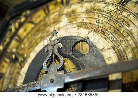 The Old Textured Clocks With Figured Clock-hand