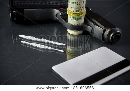 Buy Drugs.the Gun Is On The Table. Have Moneys, Drugs And Syringe On The Black Glass Table. Crime, S