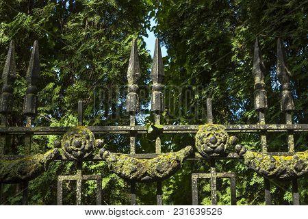 Decorative Cast-iron Fence In Resort Yessentuki, Russia.