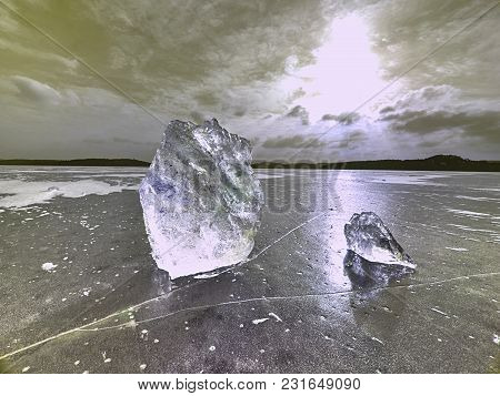Beautiful Epic Ice Crystal In The Frozen Bay.  Sun Rays Reflection In Cracks, Backlight  Of The Sett