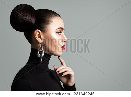Brunette Woman Thinking On Gray Banner Background