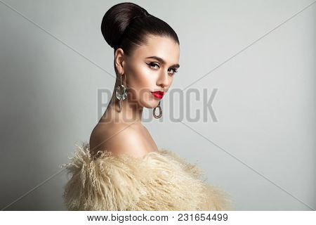 Gorgeous Woman With Wedding Hair And Hollywood Style Makeup. Cute Female Model In White Fur