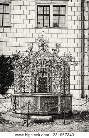 Well In The Courtyard Of Jindrichuv Hradec Castle, Czech Republic, 13th-16th Century. Architectural