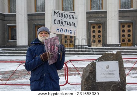 Kiev, Ukraine - March 04, 2018: An Elderly Man In A Solitary Picket Near The High Rada With An Icon