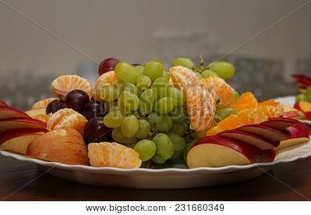 Beautifully Laid Fruit In Bowl On Table In Cafe