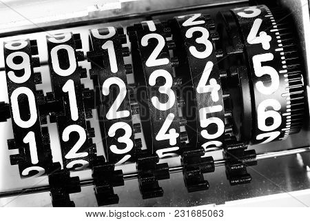 Analogic Meter Counter With Numbers And Black And White Effect