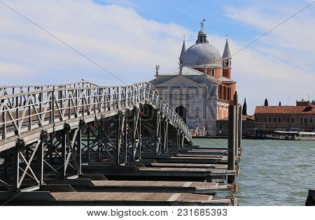 Venice Italy Pontoon Bridge In Wood And Steel Which Connect The Church Of The Redeemer 34 The Boats