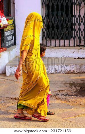 Agra, India-november 10: Unidentified People Walk In The Street Of Taj Ganj Neighborhood On November