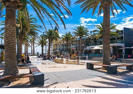 Glenelg, Australia - November 13, 2017: Moseley Square With People And Children On Sunny Day