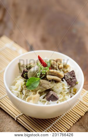 Thai Food, Rice Noodles With Green Curry Chicken (kanom Jeen Kang Keaw Wan Gai)