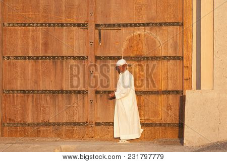 Al Ain, Uae - November 18, 2005: An Unidentified Caretaker At The Entrance To The Iconic Al Jahli Fo