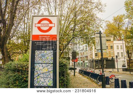 London / Uk: November 17 2017: Cycles Signage At Columbia Road In Shoreditch For Bike Rental For Exe