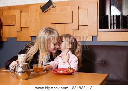 Daughter Kisses Her Young Mom In Cafe, They Happily Spend Time