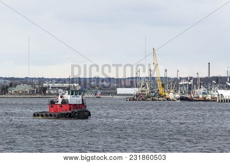 New Bedford, Massachusetts, Usa - March 10, 2018: Roy Boys Tug Crossing Acushnet River Toward Fairha