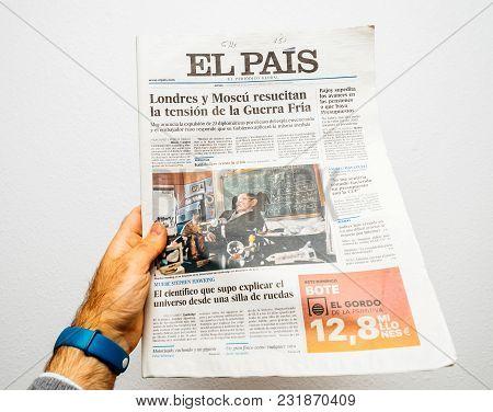 Paris, France - Mar 19, 2018: Pov At Spanish El Pais Newspaper With Portrait Of Stephen Hawking The