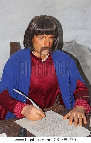 Baturyn / Ukraine. 22 July 2017: Wax Figure Of Old Clerk In Museum Of Baturin. Historical Character.