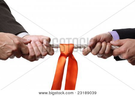 Concepto de tira y afloja para rivalidad de negocios, disputa o competición