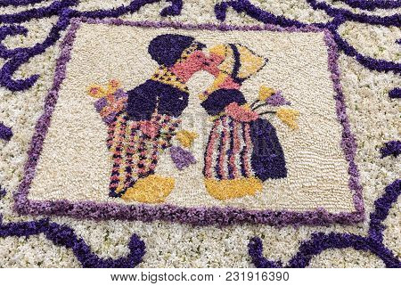 Noordwijkerhout, Netherlands - April 21,  2017: A Kissing Couple Made Of Hyacinths At The Traditiona