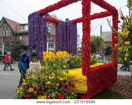 Noordwijkerhout, Netherlands - April 21,  2017: Bed Made Of Colorful Flowers At The Traditional Flow