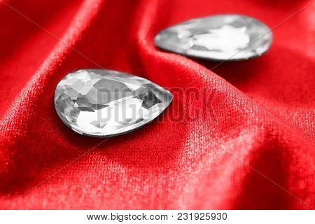 Precious stones for jewellery on red velvet